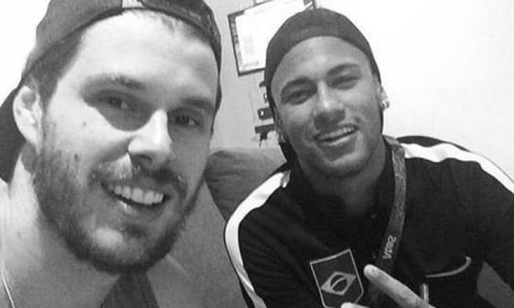 """Te amo irmao!"", Bruninho e Douglas Costa a Parigi per il compleanno di Neymar (FOTO)"