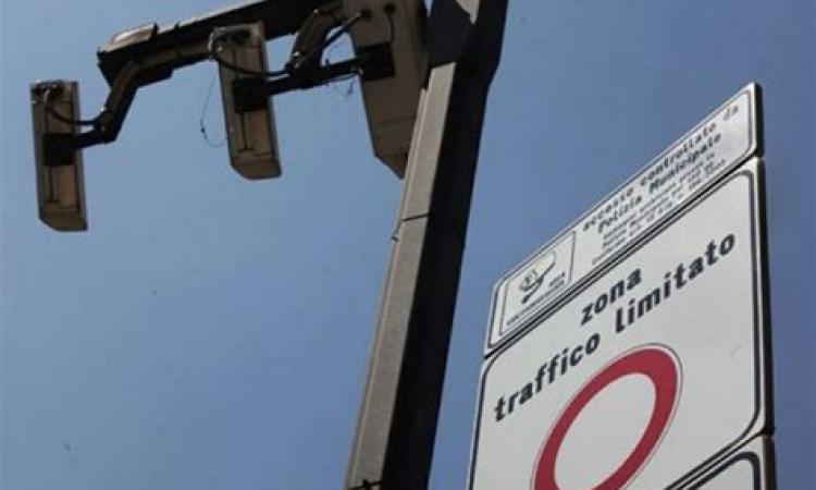 Violazione della ZTL, ma il Giudice di Pace annulla 100 sanzioni: il caso a Porto Recanati