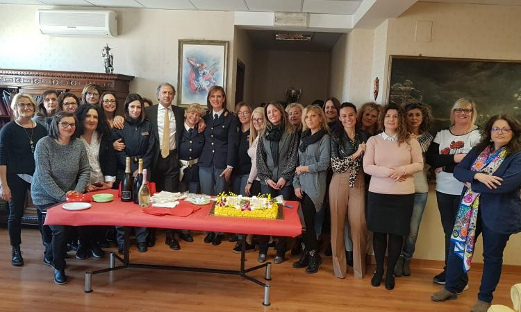 """Macerata, il Questore Pignataro celebra l'8 marzo con le donne in divisa: """"Grazie per il lavoro che svolgete ogni giorno"""""""