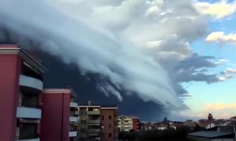 Il maltempo di ieri nella spettacolare shelf cloud  (VIDEO e FOTO)
