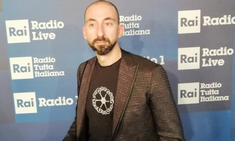 L'acconciatore Roberto Acquaroli sul palco del Cosmoprof a Bologna