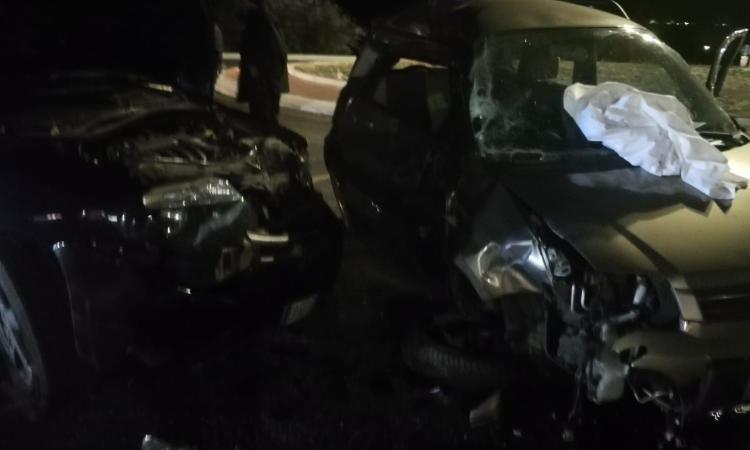 Incidente tra due auto in località Fontenoce: due feriti, uno in codice rosso (FOTO)