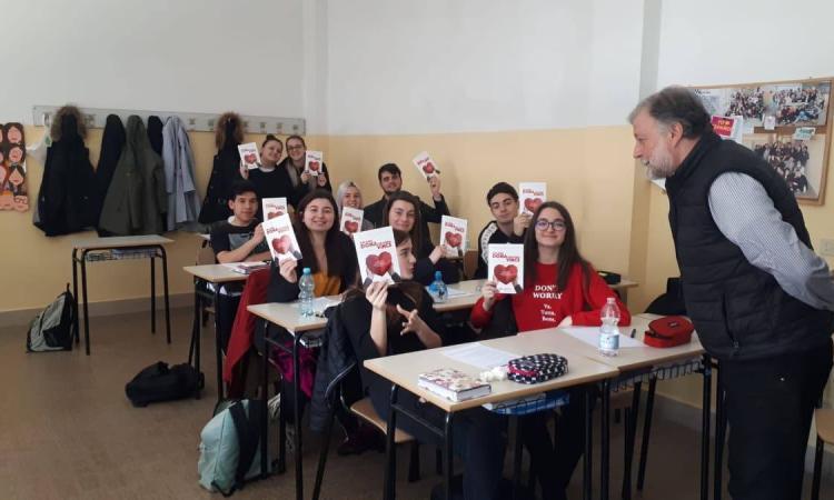 Donaction, il progetto sulla donazione al Liceo Linguistico di Macerata con il dottor Riccioni