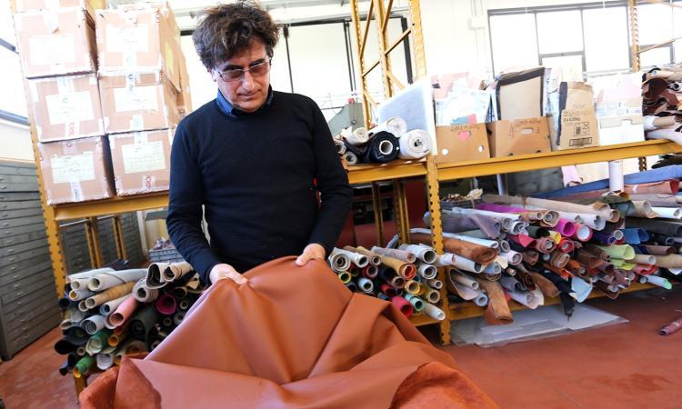 Resistenza e valore del Made In Italy con lo sguardo all'Oriente: la storia della pelletteria Stephen di Pollenza (FOTO)