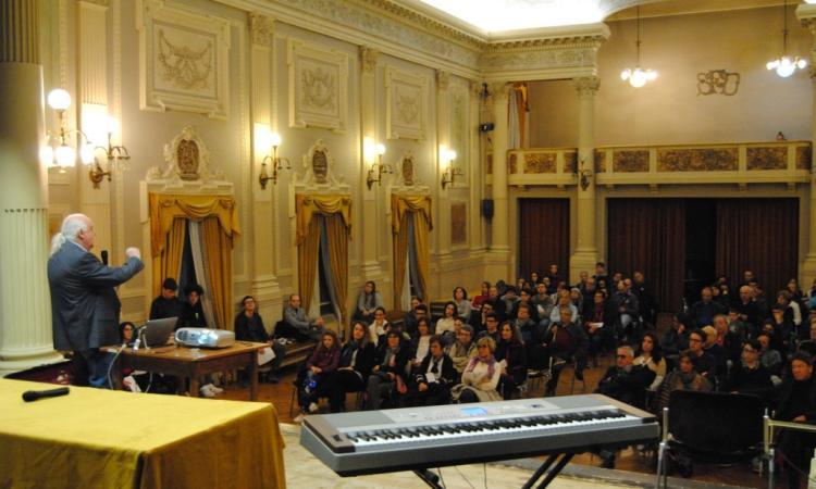 """Liceo """"Galilei"""" Macerata, grande successo per la conferenza """"La Luna 50 anni dopo il primo uomo"""" (FOTO)"""