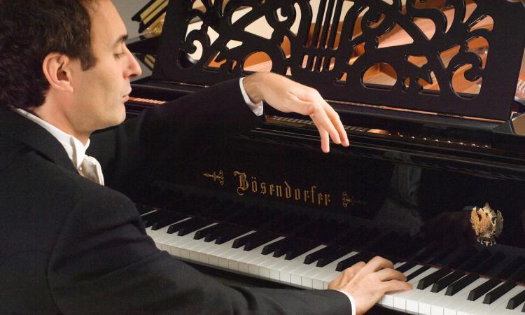 Macerata, al Lauro Rossi appuntamento con i concerti per pianoforte della Form
