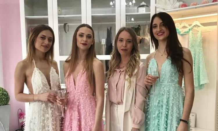 Treia, grande successo per il cocktail di primavera con la stilista Federica Bellesi