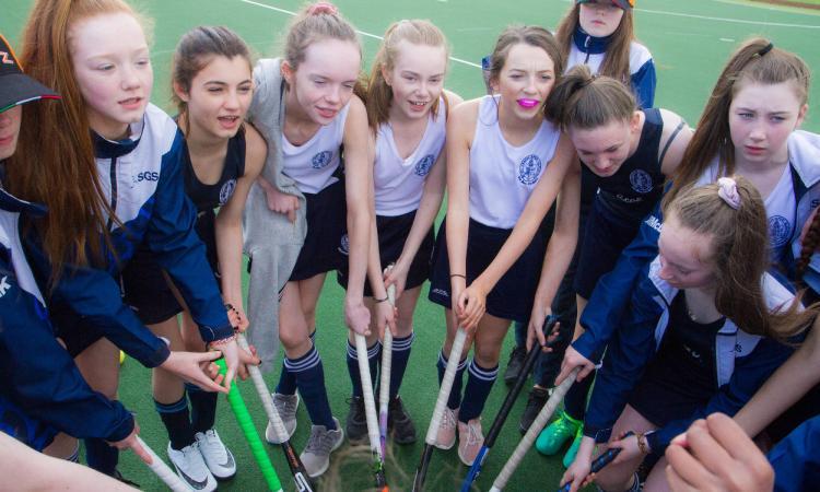Una scuola irlandese a Potenza Picena per un torneo di Hockey (FOTO)