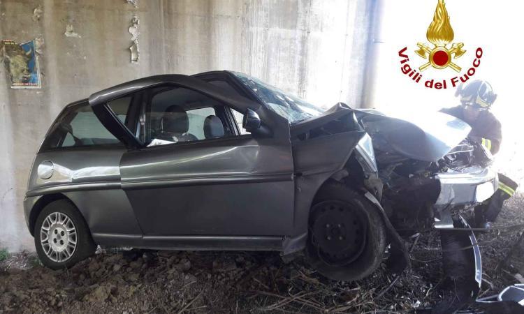 Civitanova, perde il controllo dell'auto e finisce in una scarpata: conducente trasportato in Ospedale