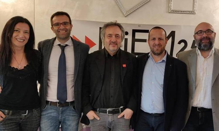 Il movimento Diem25 fondato da Varoufakis sostiene i candidati sindaci Marabini e Romoli