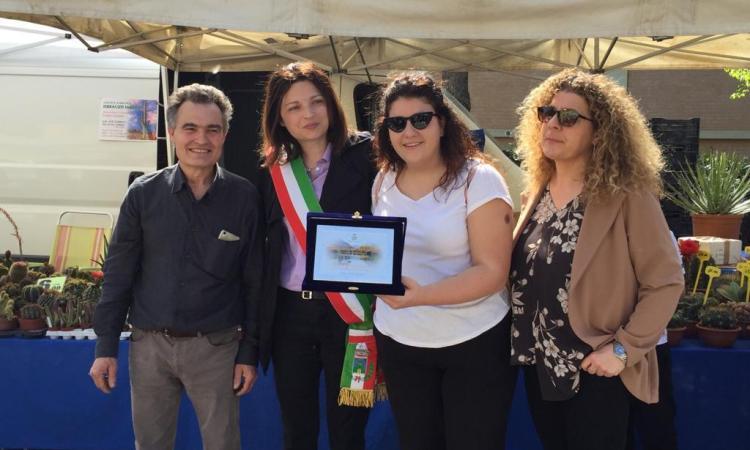 Serrapetrona, grande successo per la Festa dei Fiori al Lago Caccamo