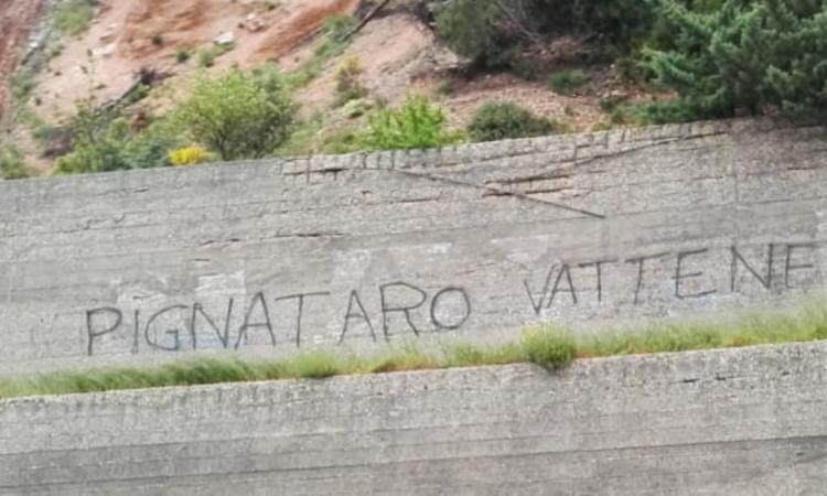 """""""Pignataro Vattene"""", continuano le scritte contro il questore"""
