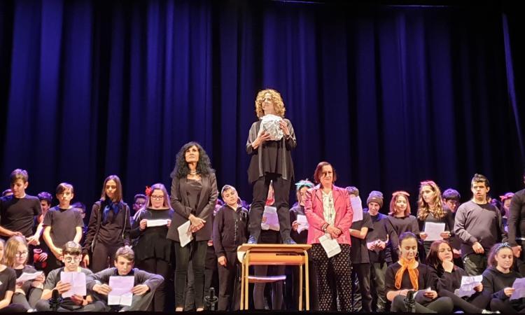 """""""Una Pallottola di Carta"""": il teatro incontra la scuola a Morrovalle"""