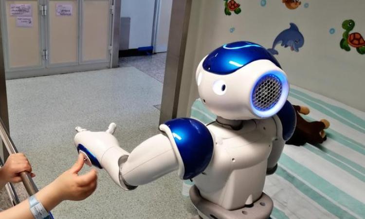 Salesi, donato un robot umanoide per i piccoli ricoverati presso il nosocomio anconetano