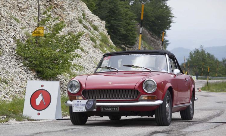 Torna l'appuntamento con il Trofeo Scarfiotti: auto d'epoca sfrecceranno nel territorio marchigiano