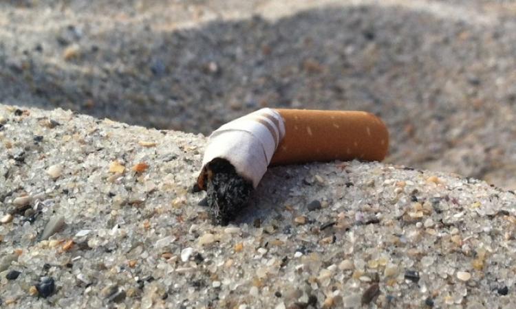 Divieto di gettare a terra mozziconi di sigarette, scontrini, fazzoletti, gomme da masticare: scatta l'ordinanza a Civitanova