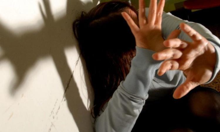 Macerata, violenza sessuale nei confronti della moglie: 49enne condannato a quattro anni