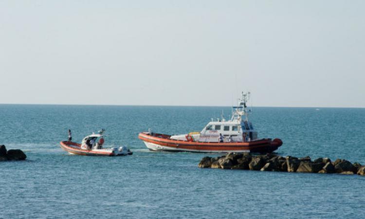 Rinvenuto un cadavere in mare: è di un 50enne americano