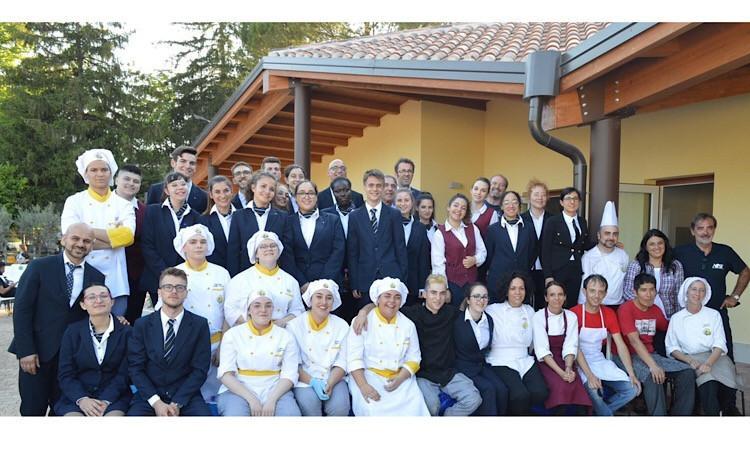 """Inaugurazione della scuola a Muccia: l'iniziativa dell'Alberghiero """"G.Varnelli"""" di Cingoli"""