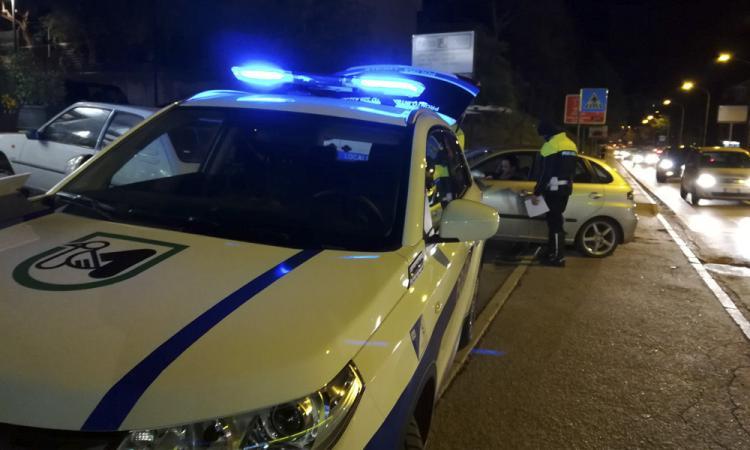 Tolentino, alla guida senza patente e senza autorizzazione: oltre 2 mila euro di multa