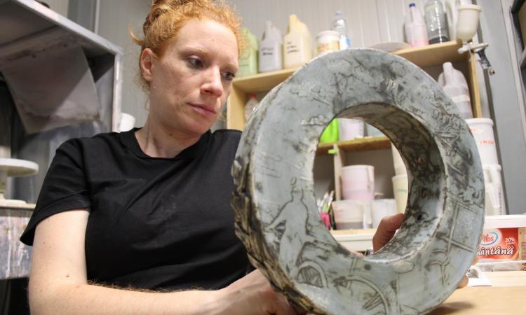Con l'arte della ceramica verso l'Europa: la storia dell'appignanese Laura Scopa