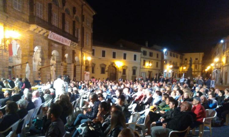 """San Ginesio, un successo la prima edizione della """"Corrida"""": oltre 500 persone in piazza"""