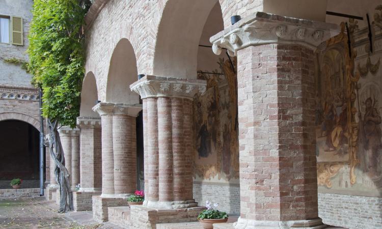 Tolentino, riapre il chiostro della Basilica di San Nicola dopo i lavori