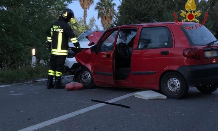Porto Potenza, schianto frontale tra due auto lungo la Statale Adriatica: due feriti, uno è grave