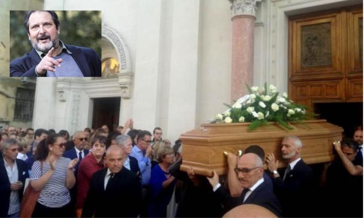 """Macerata, l'ultimo saluto al regista Alessandro Valori: """"Papà era un uomo che amava la gente"""" (FOTO E VIDEO)"""