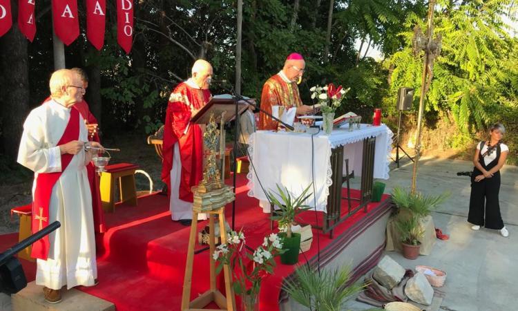 Villa Potenza, il vescovo Marconi benedice la prima pietra del nuovo salone polifunzionale