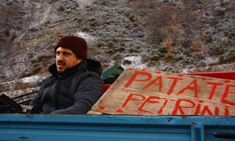 """Macerata, il pluripremiato corto di Damiano Giacomelli """"La strada vecchia"""" al cinema Italia"""