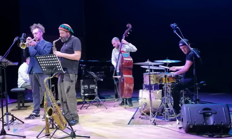 Tolentino, la rivoluzione di John B. Arnold al Politeama: oltre i confini del Jazz