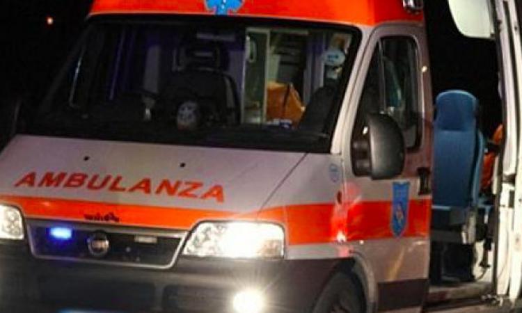 Valfornace, scontro frontale tra due auto: due feriti all'ospedale