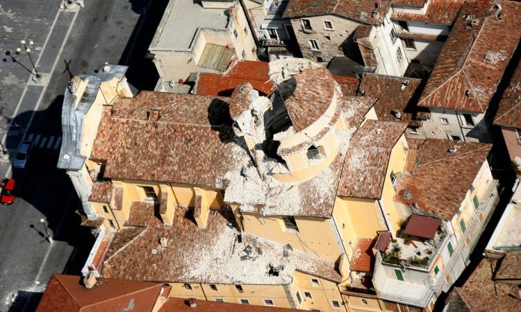 La terra torna a tremare, forte scossa di terremoto a L'Aquila