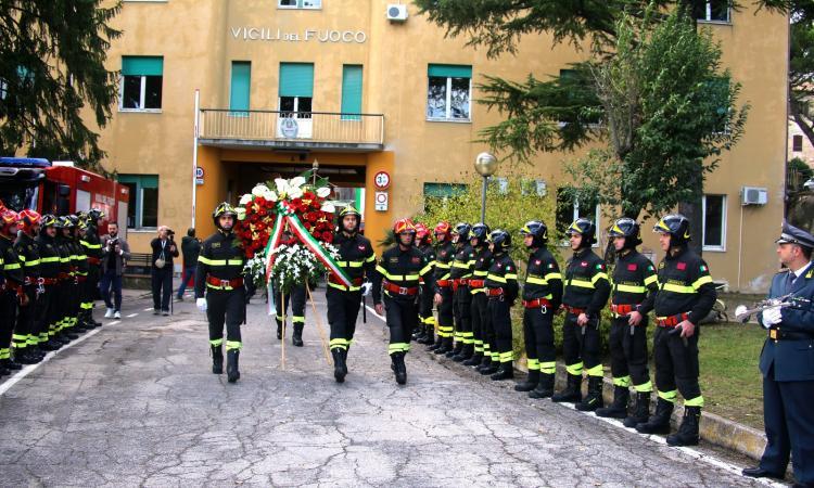 Macerata, commemorazione dei giovani Vigili del Fuoco caduti durante un servizio di emergenza (VIDEO e FOTO)