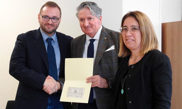 Tolentino, donata al Comune un'antica banconota della Repubblica Romana