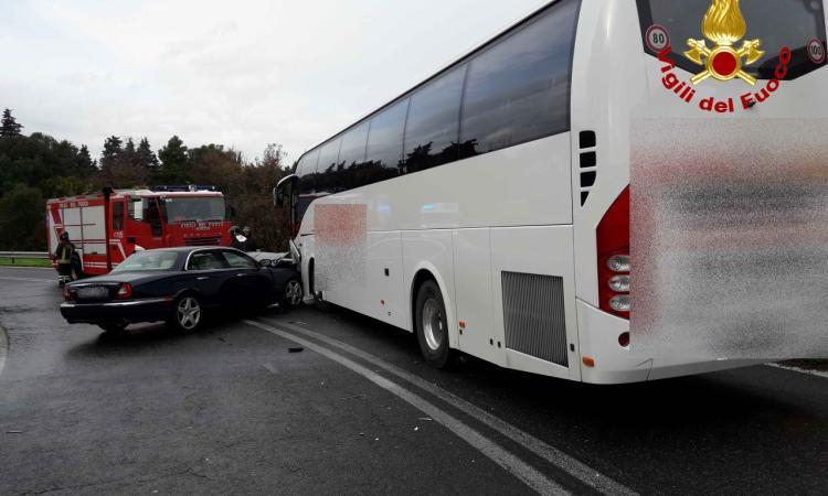 Civitanova, incidente tra auto e bus sulla rampa d'uscita in A14