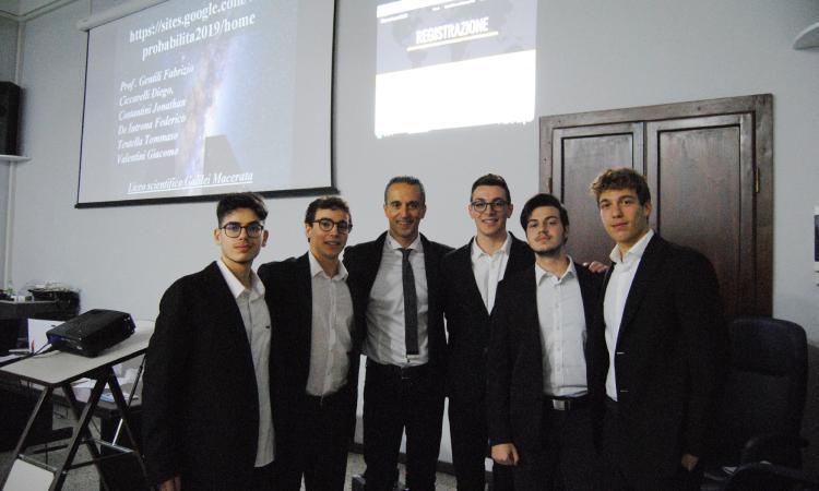 """Macerata, 'Scienza in città': grande successo per la """"conferenza-spettacolo"""" del professor Gentili"""