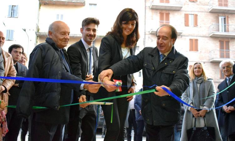Macerata, taglio del nastro per la nuova filiale della Banca dei Sibillini (FOTO)