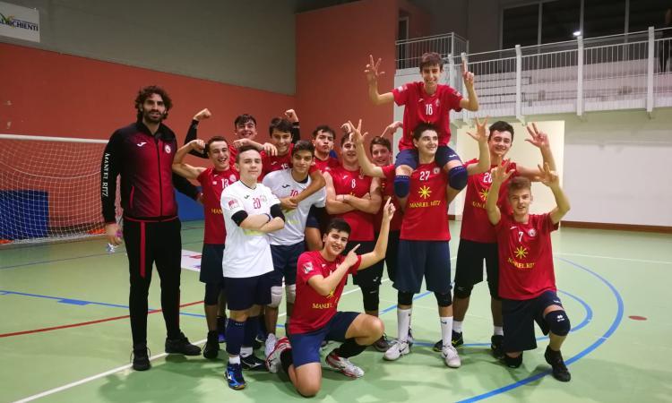 Prima Divisione, il Volley Macerata vince il derby con il Nino Café e raggiunge la testa della classifica