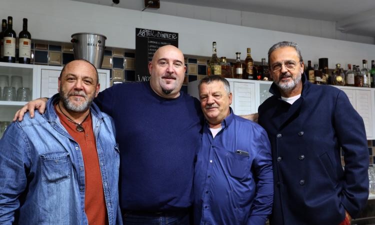 """Civitanova, irresistibile spettacolo comico di Max Pieriboni al ristorante """"La Pescaria"""" (FOTO)"""