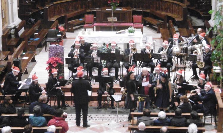 """Macerata, grande successo per il Concerto di Natale """"Medley Christmas"""""""