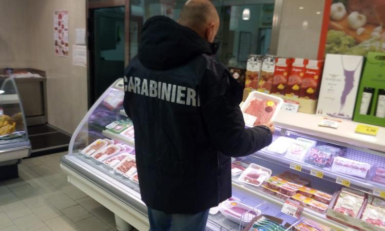 Irregolarità sui prodotti: sanzioni per 22mila euro in macellerie, supermercati e negozi