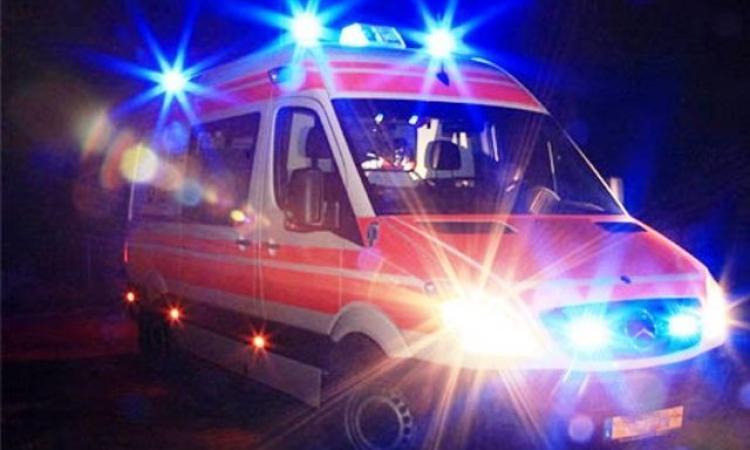 Loro Piceno,  violento scontro tra due auto: un ferito