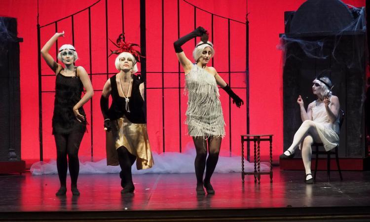"""Macerata, sabato 11 gennaio in scena """"Addams in Love"""" al Lauro Rossi"""