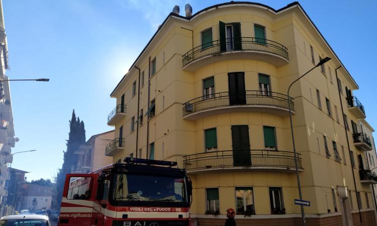 Macerata, incendio in via Rossini (FOTO)