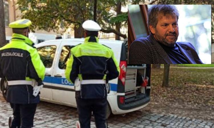 """Macerata, esce di casa e trova le auto danneggiate: """"Individuato il responsabile grazie ai vigili"""""""