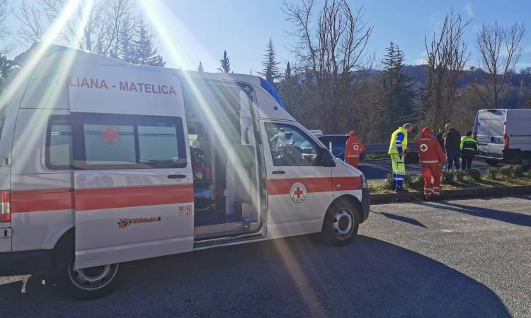 Gagliole, scontro tra quattro auto: due feriti al pronto soccorso (FOTO)