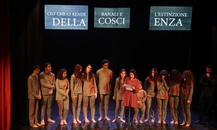 """Montecassiano, Giornata della memoria a teatro: grande successo per """"Colore di pioggia e di ferro"""""""