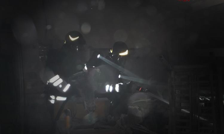 """Matelica, incendio nel pastificio""""Mosconi"""": locale officina divorato dalle fiamme"""